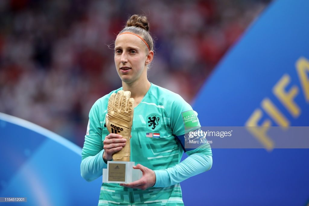 LYON, FRANCE - JULY 07: Sari van Veenendaal of Netherlands poses with her golden glove award during the 2019 FIFA Women's World Cup France Final match between The United States of America and The Netherlands at Stade de Lyon on July 7, 2019 in Lyon, France. (Photo by Marc Atkins/Getty Images)